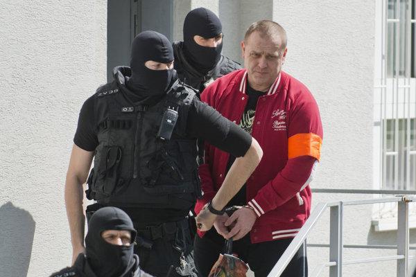 Františka Borbélyho (na snímke), považovaného za jedného z bossov bratislavskej skupiny sýkorovcov, uznal 20. apríla 2015 senát Okresného súdu Bratislava III vinného z hrubého nátlaku v dlhoročnej súdnej kauze vydierania majiteľa bývalej bratislavskej krčmy U Matúša.