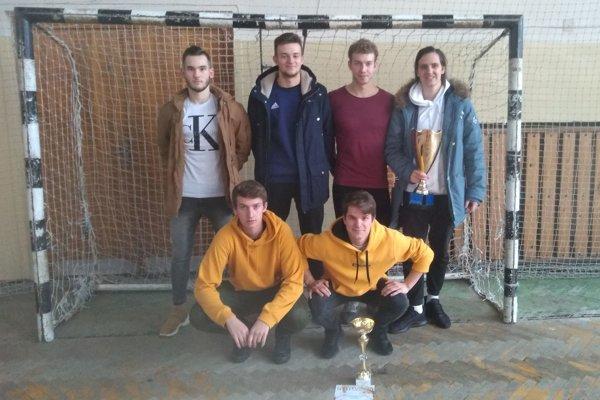 Víťazom 9. ročníka ZHL, venovanej pamiatke Juraja Orču, sa stalo družstvo Združenie alkoholikov.