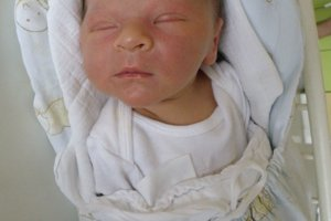 Tomáš Urík (3650 g a 51 cm) sa narodil 1. januára Márii a Lukášovi z Považskej Teplej. Radosť má aj sestra Rebeka.