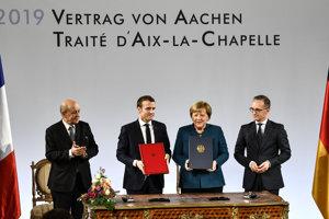 Nemecko a Francúzsko upevňujú vzťahy. Zľava minister zahraničných vecí Francúzska Jean-Yves Le Drian, francúzsky prezident Emmanuel Macro, nemecká kancelárk Angela Merkelová a nemecký minister zahraničia Heiko Maas.