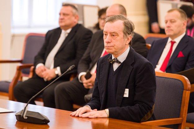 Vypočúvanie dokopy štyridsiatich kandidátov sa začalo Jánom Drgoncom.