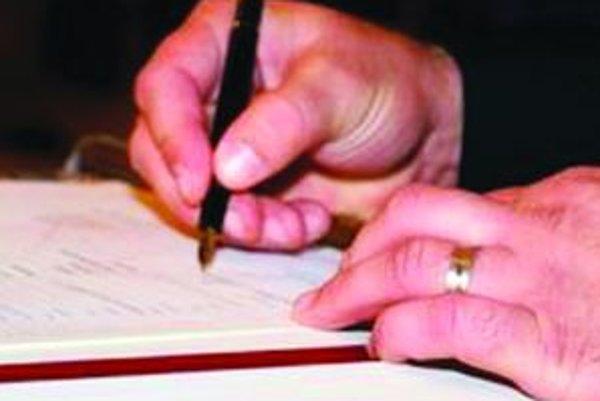 Podpis pod každou petíciou či sťažnosťou vyjadruje názor človeka a úradom by nemal byť ľahostajný.