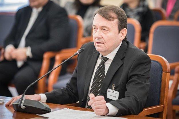 Kandidát na post ústavného sudcu Libor Duľa počas vypočutia Ústavnoprávnym výborom NR SR.