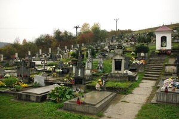 Obec Udiča má v správe šesť cintorínov.