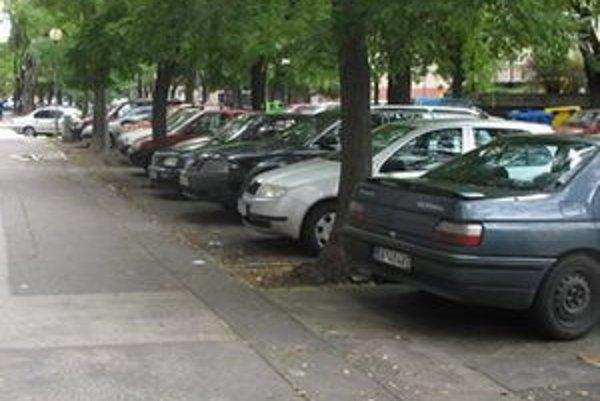 Okrem toho, že by mali prísť o parkovacie plochy, pribudla by aj ďalšia technická stavba.