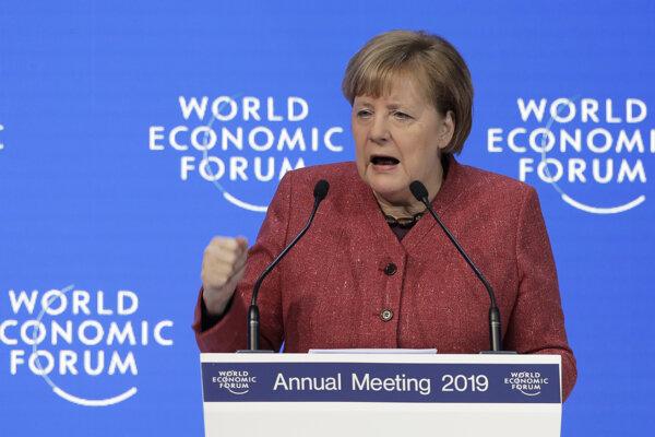 Nemecká kancelárka Angela Merkelová počas svojho prejavu na ekonomickom fóre vo švajčiarskom Davose.