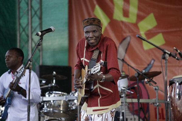 Oliver Mtukudzi.