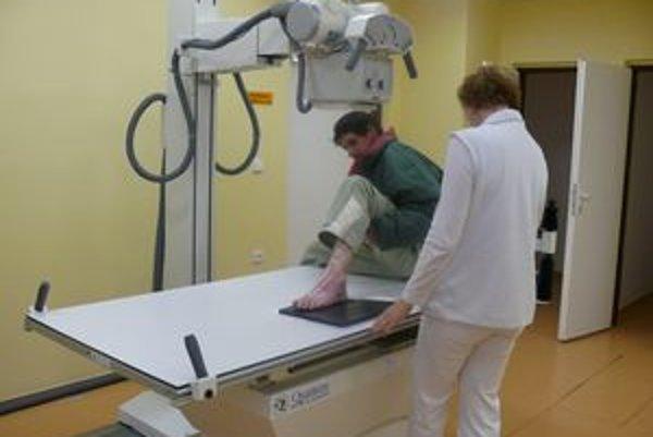 Snímkovanie pacienta na jednom z nových prístrojov.