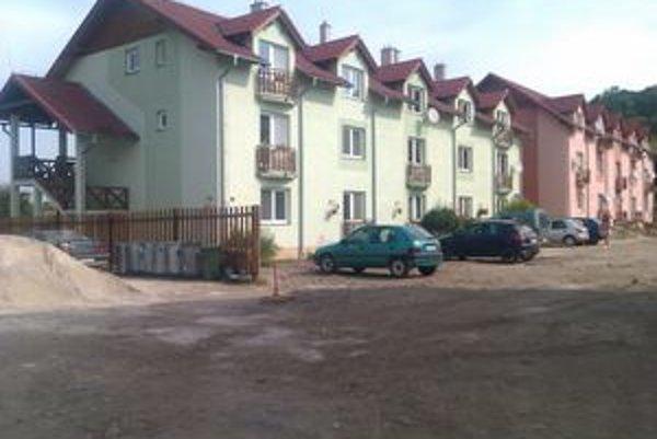 Vo Svätom Kríži sú všetky nájomné byty obsadené. Obec preto uvažuje o výstavbe ďalších. Tie budú stavať netradičným spôsobom.