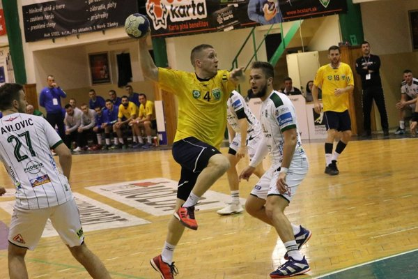 Najlepším strelcom Novozámčanov v zápase bol s desiatimi gólmi Tomáš Tschur