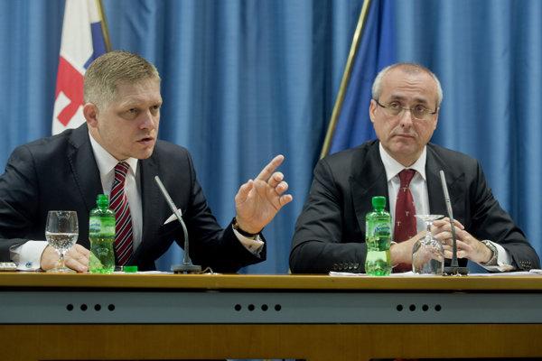 O presadenie previerok sa presadil expremiér Robert Fico a exminister spravodlivosti Tomáš Borec.