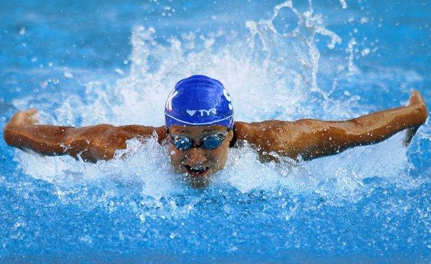 Slovenská plavkyňa Martina Moravcová na ceste za víťazstvom vo finále na 100 m motýlik 14. mája 2004 na plaveckých ME v Madride.