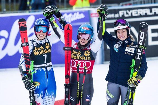 Zľava Petra Vlhová, Mikaela Shiffrinová a Ragnhild Mowinckelová.