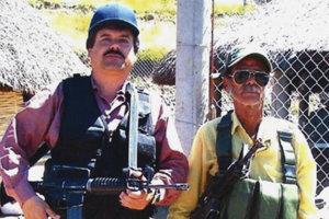 """Joaquin """"El Chapo"""" Guzman pózuje s neznámym mužom."""
