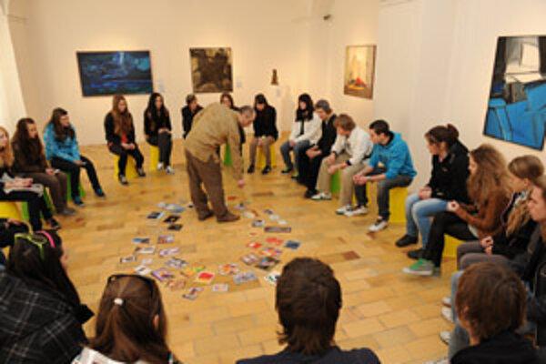Študenti v liptovskomikulášskej aj hodonínskej galérii diskutovali s odborníkmi aj o abstraktnom umení.
