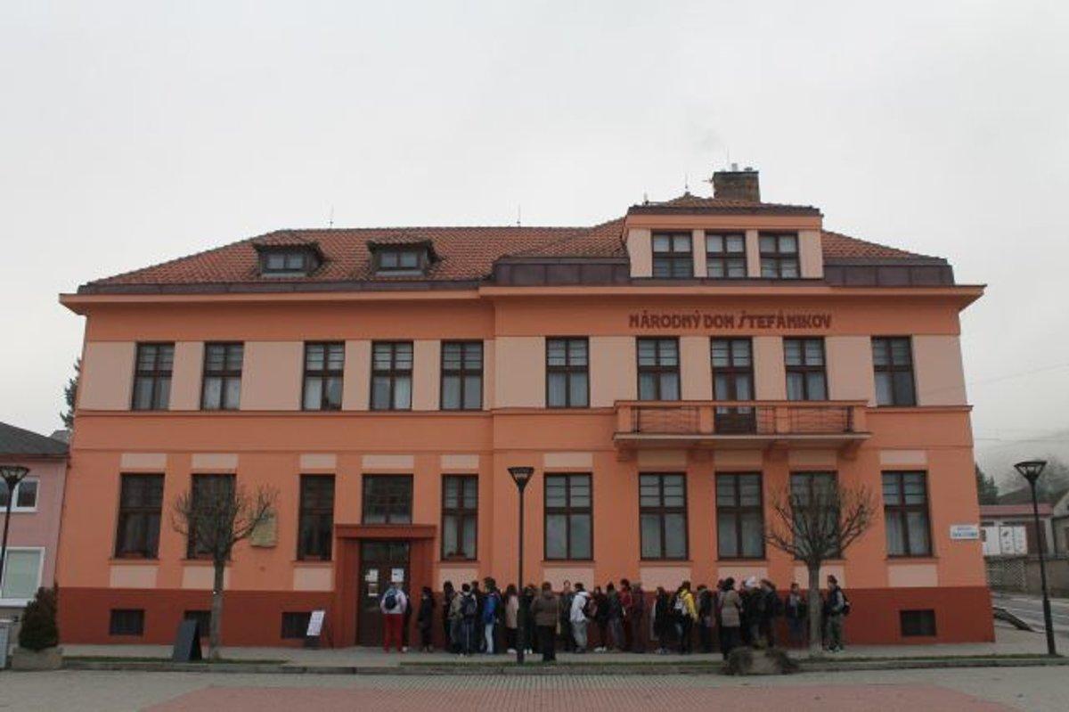 V Brezovej pod Bradlom si pripomenuli 100 rokov školy - mytrencin.sme.sk bda2fc135ef