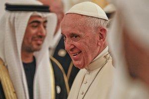 Pápež pricestoval do Spojených arabských emirátov.