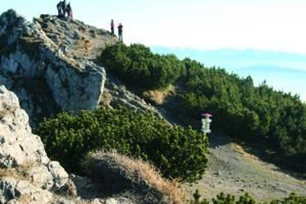Výstup na Choč z Valaskej Dubovej môžu skomplikovať spadnuté stromy.