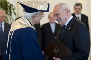 Tadeusz Zasępa si prebral menovací dekrét z rúk prezidenta Ivana Gašparoviča.
