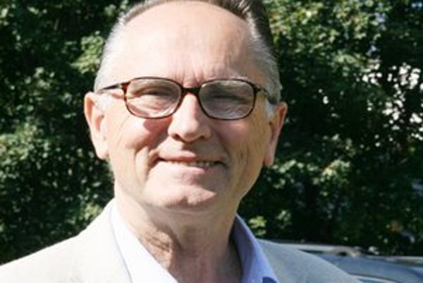 Ľubomír Lisý dosiahol najvyšší stupeň vedeckého postavenia spomedzi aktívnych slovenských neurológov, no za svoj životný úspech považuje oporu rodiny a priateľov.