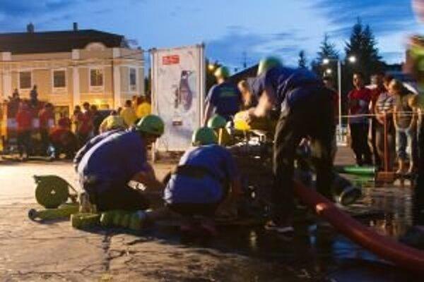 Nočné preteky v centre mesta uzatvorili liptovskomikulášsku Okresnú hasičskú ligu.