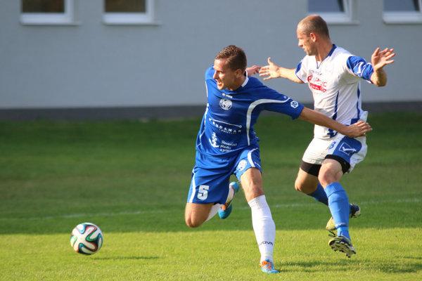 Tomáš Labun (v modrom) bude na jar pôsobiť v piatej lige.