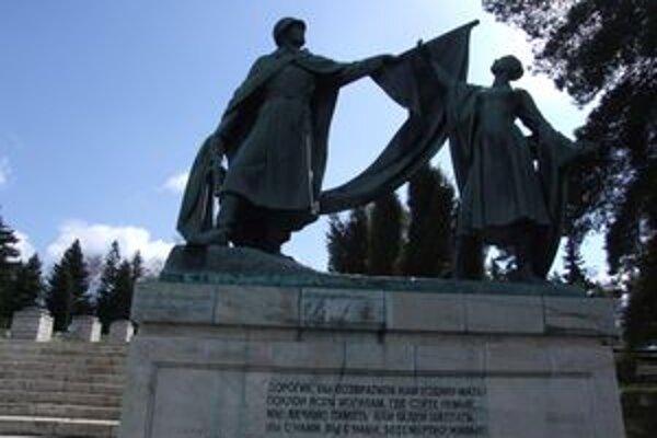 Vojnový areál na Háji-Nicovô je dnes dejiskom celoslovenských osláv.