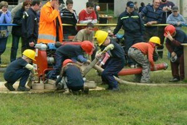 Najmenší liptovskí hasiči sa nedali zahanbiť. Súťažili tak, akoby im išlo o život.