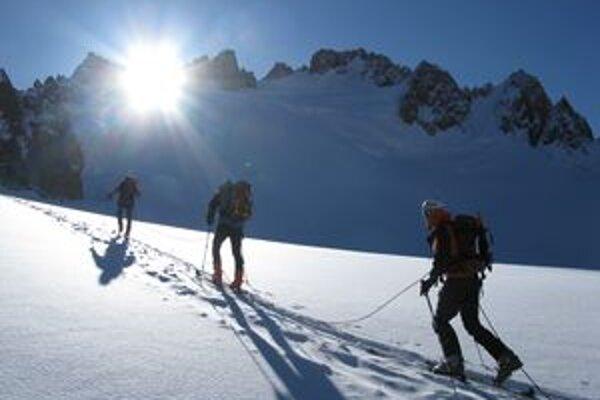 V Kirgizstane vystúpili vlani členovia expedície Lost Nomads na dva štíty - Pik Korona (4810 m) a Pik Box (4290 m), aj ich zlyžovali.