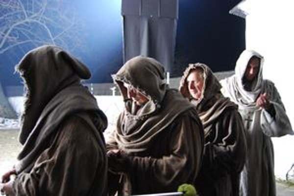 Vo filme o mníchovi Cypriánovi si mníchov zahrali aj  dvaja Liptáci. Ale nevedia, či sa spoznajú, lebo na hlavách mali kapuce.