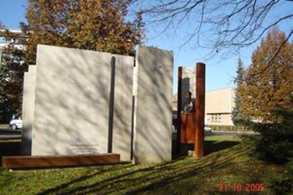 Okolie pamätníka chcú obnoviť v najbližších týždňoch.