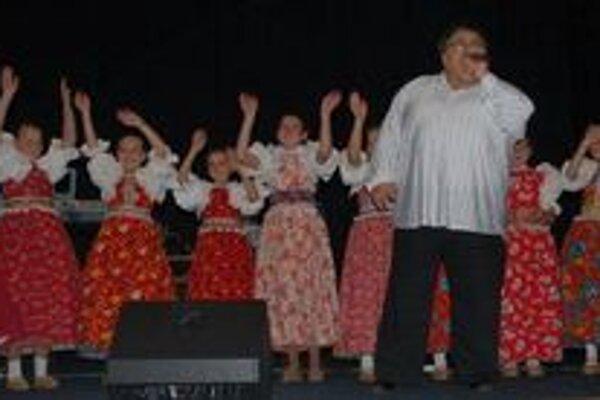 V programe vystúpil spevák Milan Hrčka aj členovia detského folklórneho súboru Sliačanček.