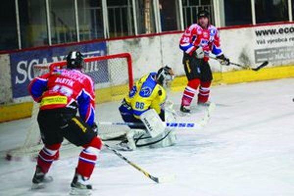 Prvá tretina zápasu 33. kola I. hokejovej ligy medzi Spišiakmi a Liptákmi bola vyrovnaná a skončila nerozhodne 1:1.