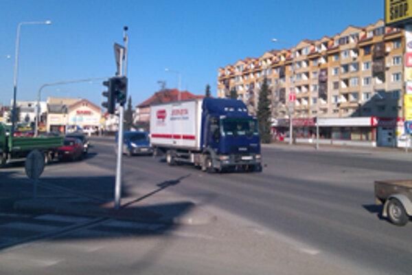 Semafory na križovatke obchodného centra a Rachmaninovom námestí budú v prevádzke v rovnakom čase.