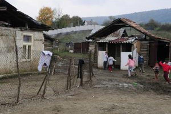 Múr chceli majitelia pozemkov vybudovať na severnej strane osady a mal zabrániť ďalšej výstavbe a jej rozširovaniu.