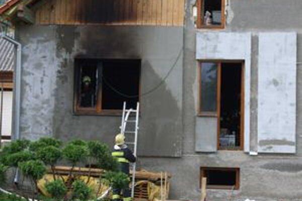 Rýchly zásah hasičov z Liptovského Mikuláša zabránil väčším škodám na majetku.