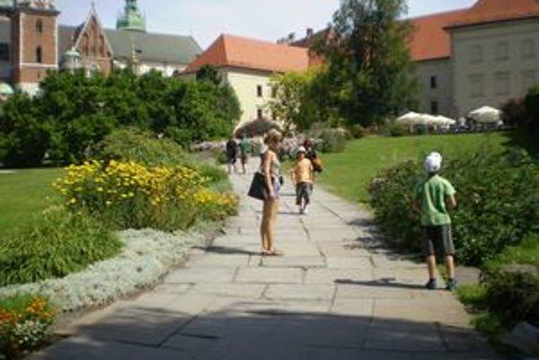 Kráľovský zámok  Wawel bol sídlom poľských kráľov a mnoho z nich v jeho priestoroch bolo korunovaných. Evu Pelachovú upútali najmä čarovné zákutia kráľovských záhrad.