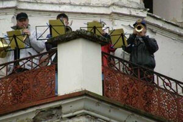 Na veži evanjelického kostola v Partizánskej Ľupči zajtra zatrúbia trubači. Dedina bude plná remeselníkov.