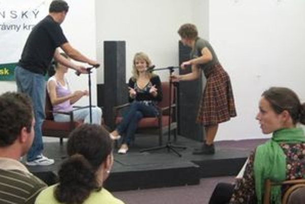 Moderátorské schopnosti si pred mikrofónom vyskúšalo štrnásť nádejných moderátorov.