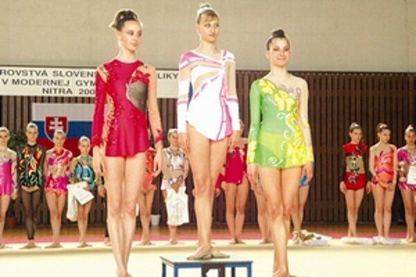 Gymnastka modernej gymnastiky Petra Mačalová z Liptovského Mikuláša na najvyššom stupienku.