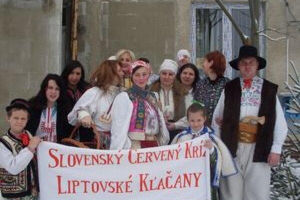 Prvou akciou, ktorú členky novozaloženého miestneho spolku Červeného kríža v Liptovských Kľačanoch zorganizovali, bola fašiangová bursa.