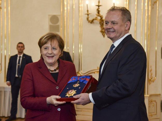 Angela Merkelová počas stretnutia s prezidentom Andrejom Kiskom.