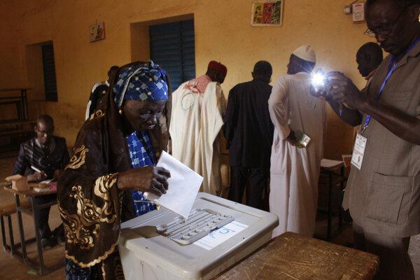 Úradujúci prezident Nigeru Mahamadou Issoufou podľa nich získal v prvom kole volieb z 21. februára 48 percent hlasov. SITA/AP