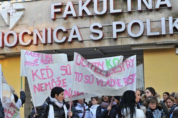 Protesty učiteľov asestier pred voľbami Smer zaskočili.