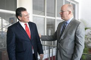 Prezident U.S. Steel Košice James Bruno (vpravo) a podpredseda Európskej komisie pre energetickú úniu Maroš Šefčovič sa stretli v Košiciach.