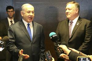 Pompeo sa objavil po boku izraelského premiéra Benjamina Netanjahua.
