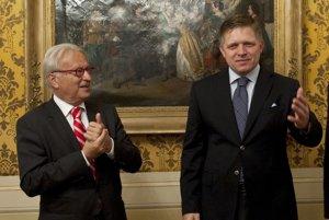 Predseda vlády SR Robert Fico a Hannes Swoboda v roku 2012.