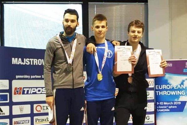 Patrik Dömötör porazil v behu na 400 metrov aj Denisa Danáča z Nitry.