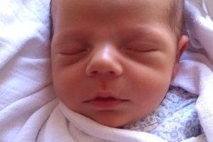 Sebastián Pisarčík sa narodil ako prvé bábätko rodičom Vladimíre a Augustínovi z Oravského Veselého. Na svet prišiel 17. januára, vážil 3550 g a meral 51 cm.