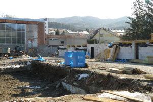 Rekonštrukcia handlovskej plavárne pokračuje.